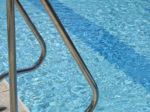 swimming-pool-19918_960_720